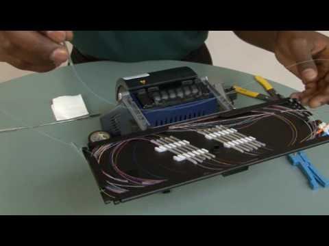 Splicing 250 µm Fiber In A Splice Tray For Rack-Mount Housings (M67-048)